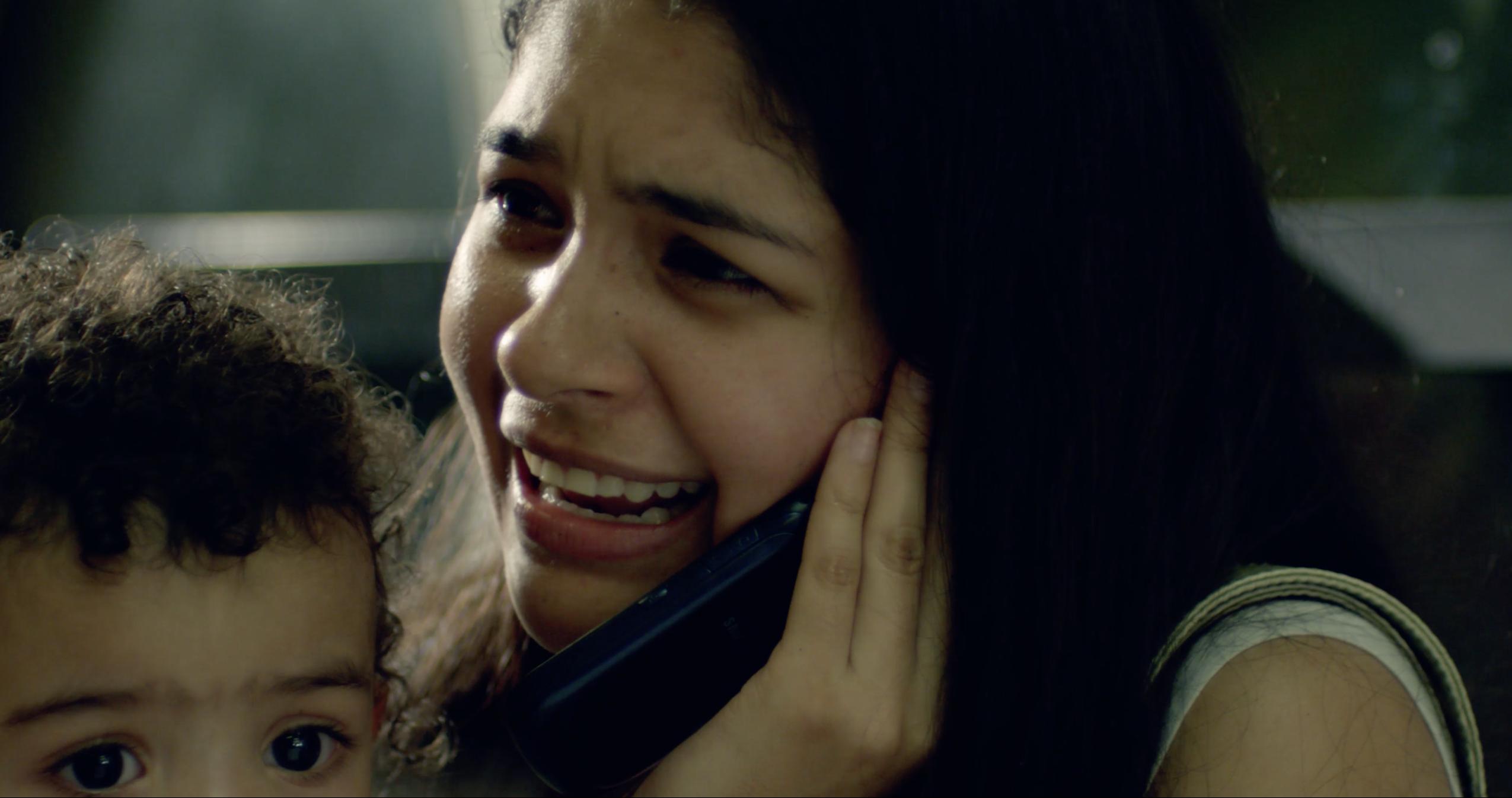 Malabar, Nati (Gabriela Serrano) calls for help